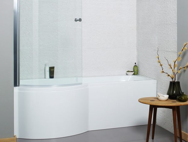 An image of a white P shaped bath in a modern bathroom